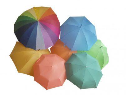 gult paraply trä